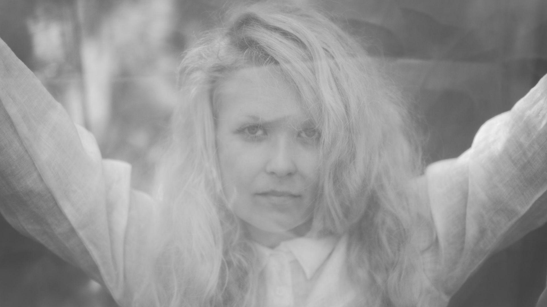 Laura Moisio. Huumaavaa.  Uusi single.  Digipalveluissa 28.08.2020. (Kuva: Miikka Varila)